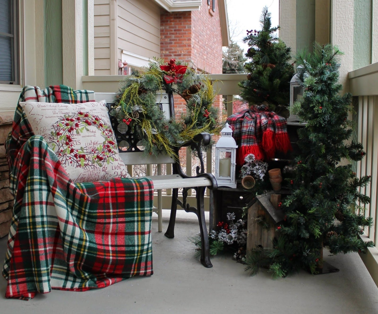 10 Nice Front Porch Christmas Decorating Ideas amazing front porch christmas decorating ideas front porch light 2020