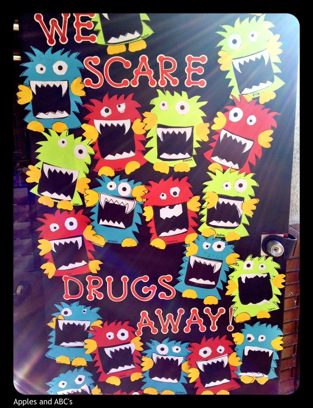 10 Perfect Red Ribbon Week Door Decorating Contest Ideas