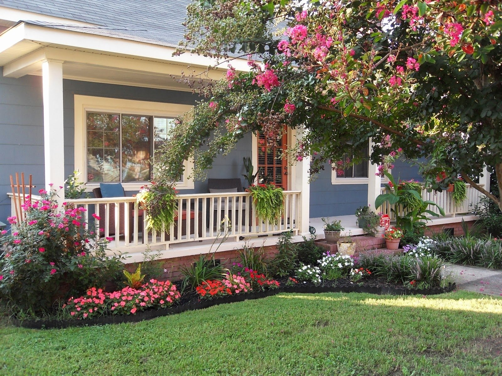 10 Stylish Simple Front Yard Landscaping Ideas On A Budget approved simple front yard landscaping ideas picture 37 of 46 2 2021