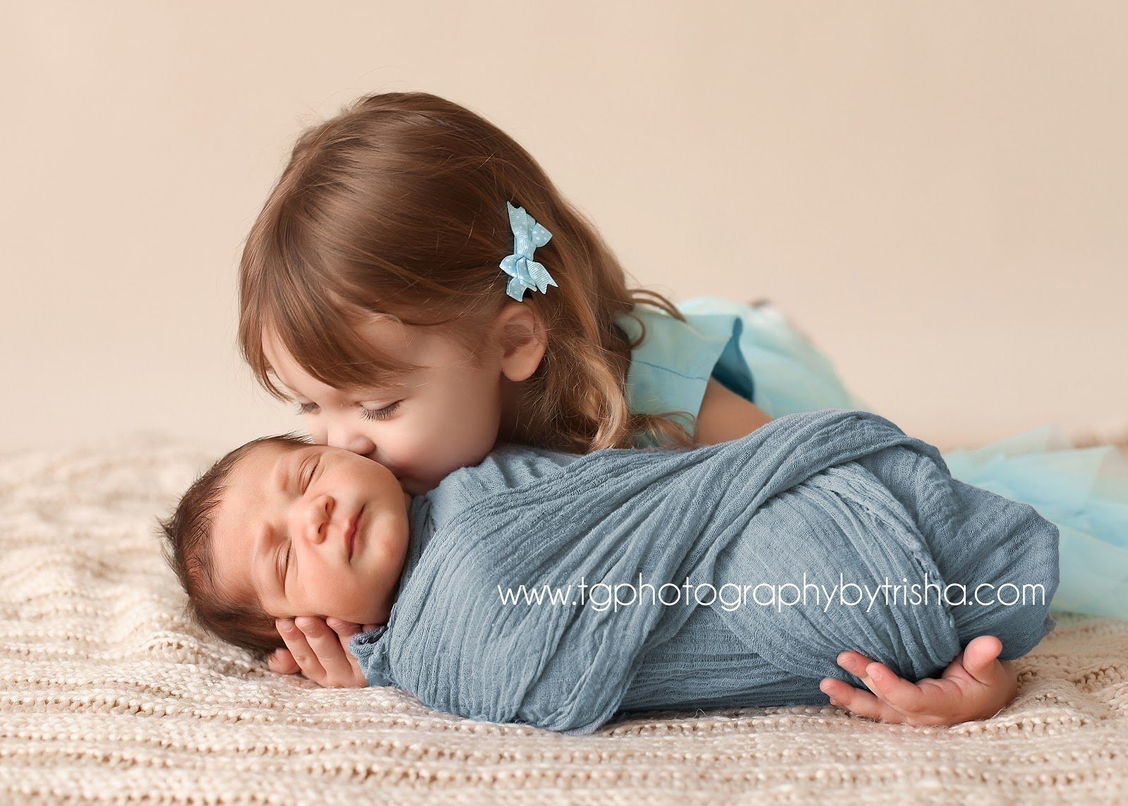 awesome 3 girls sibling photo ideas with newborn collections | photo