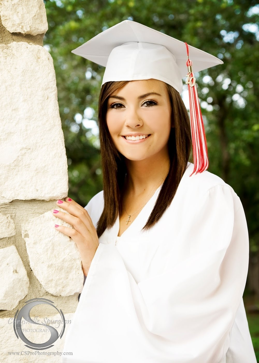 10 Gorgeous Cap And Gown Picture Ideas awesome senior picture ideas with cap and gown selection photo and 2020