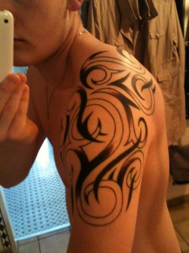 10 Lovable Shoulder Tattoo Ideas For Men awesome tribal shoulder tattoos for men stylendesigns 1 2021