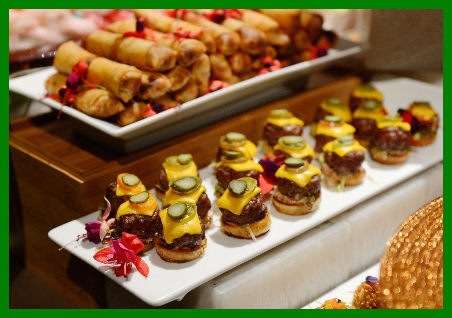 10 wonderful wedding reception food ideas on a budget