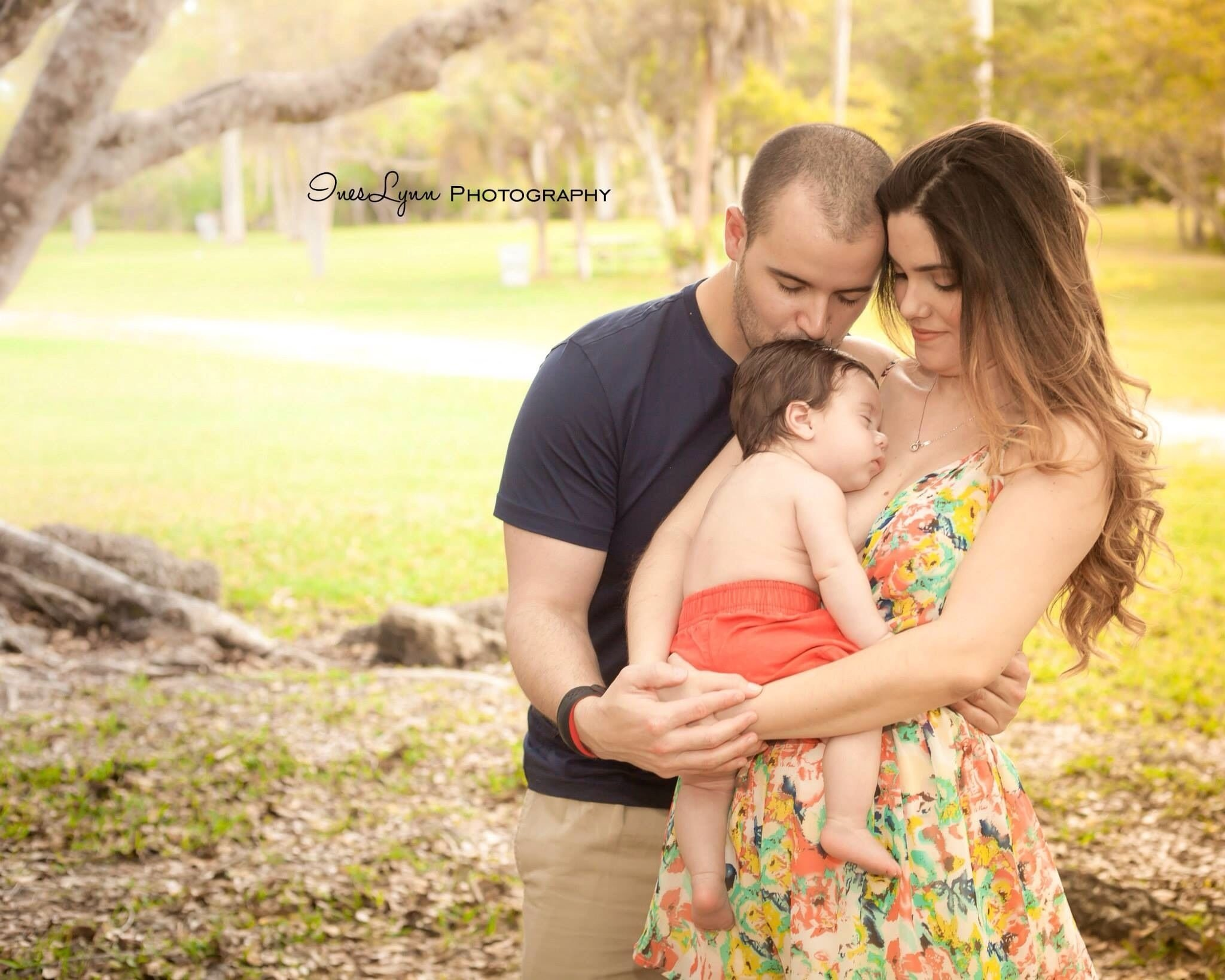 10 Beautiful Family Photo Ideas With Baby baby boy photography 3 months old baby photo ideas outdoor 8 2021