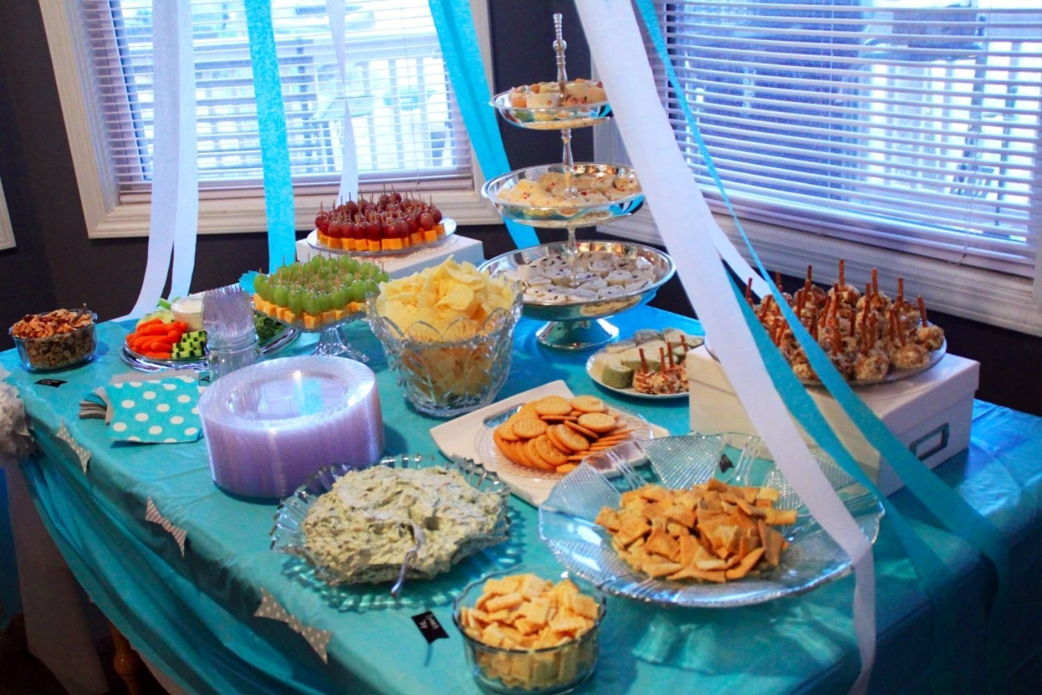 10 Attractive Decorating Ideas For Baby Shower baby shower decoration ideas southern couture 5 2020