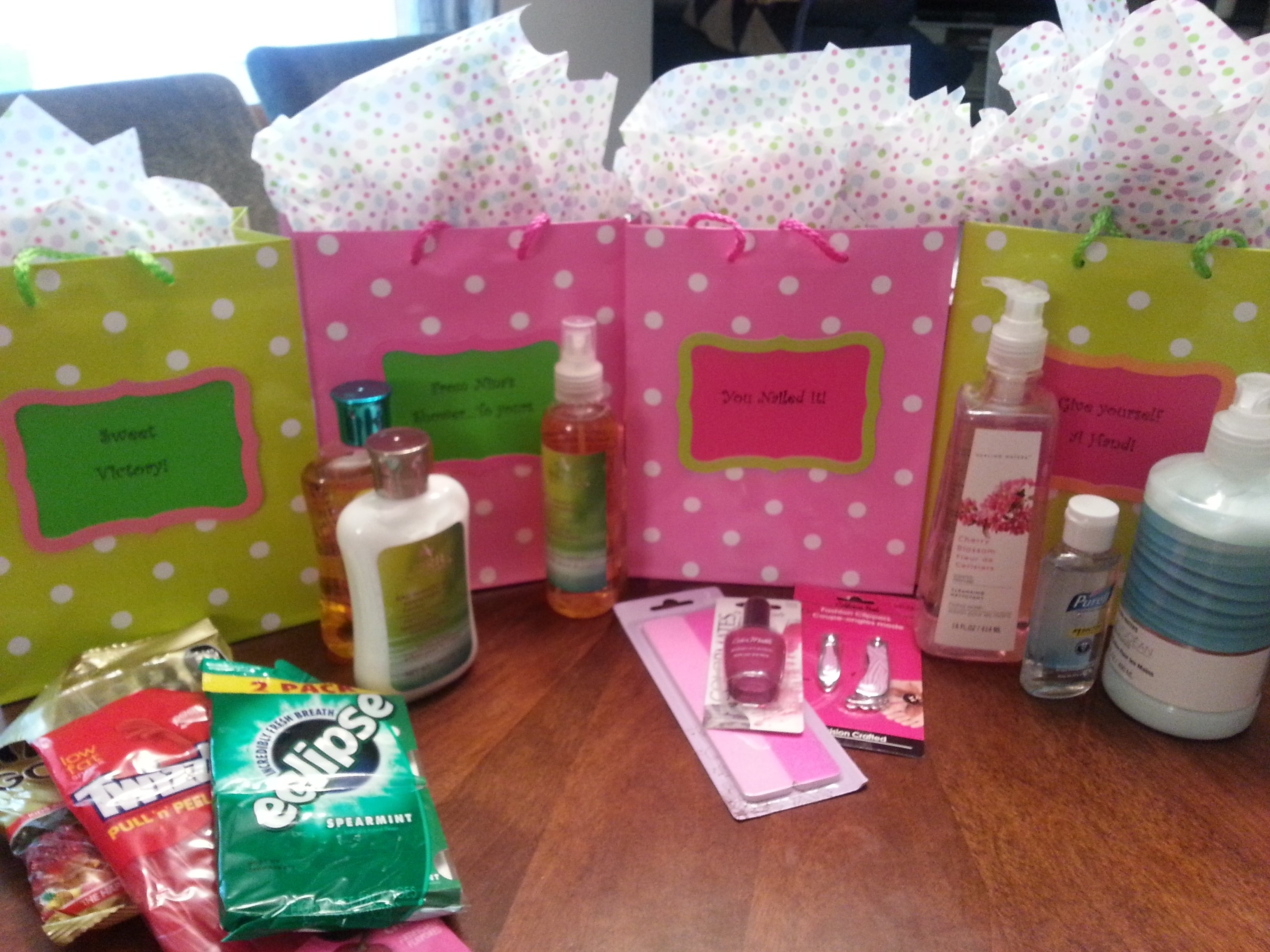 10 Pretty Ideas For Baby Shower Prizes babyhower gift prizes ideas prize for coed guys basket party 2020