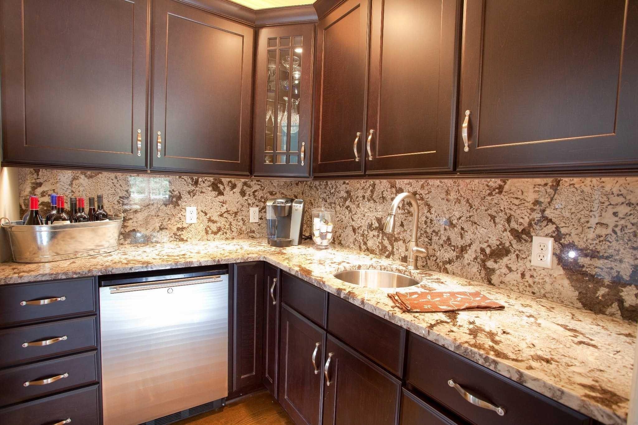 10 Gorgeous Ideas For Kitchen Backsplash With Granite Countertops backsplash ideas for kitchens with granite countertops kitchen 2018 1 2020