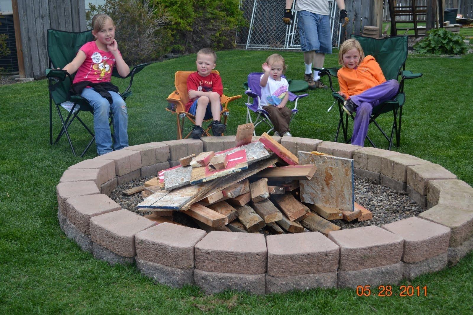 10 Beautiful Simple Backyard Fire Pit Ideas backyard fire pit wood pits diy home art decor 87225 2021