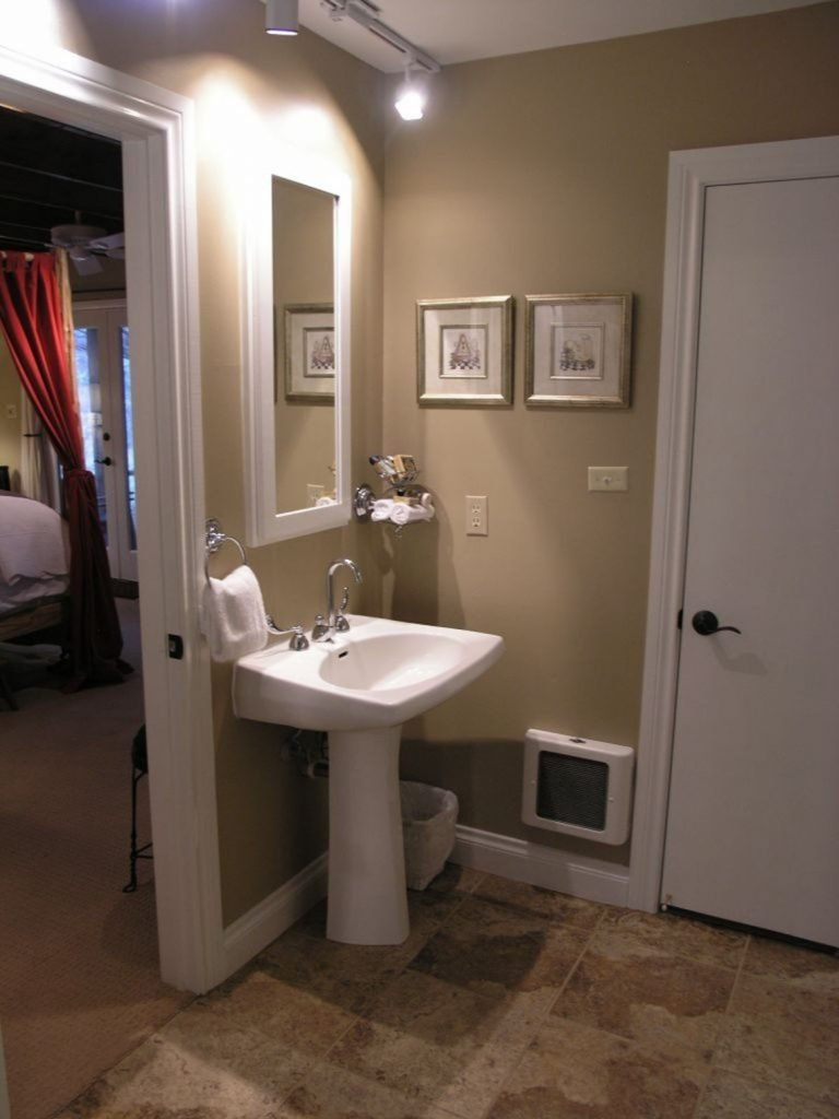 10 Pretty Paint Ideas For Small Bathrooms bathroom bathroom color decorative paint colors small bathroom 1 2021