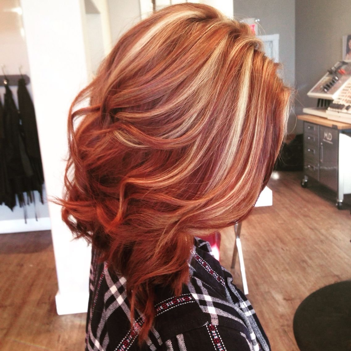 beautiful copper lob with blonde highlights. hair