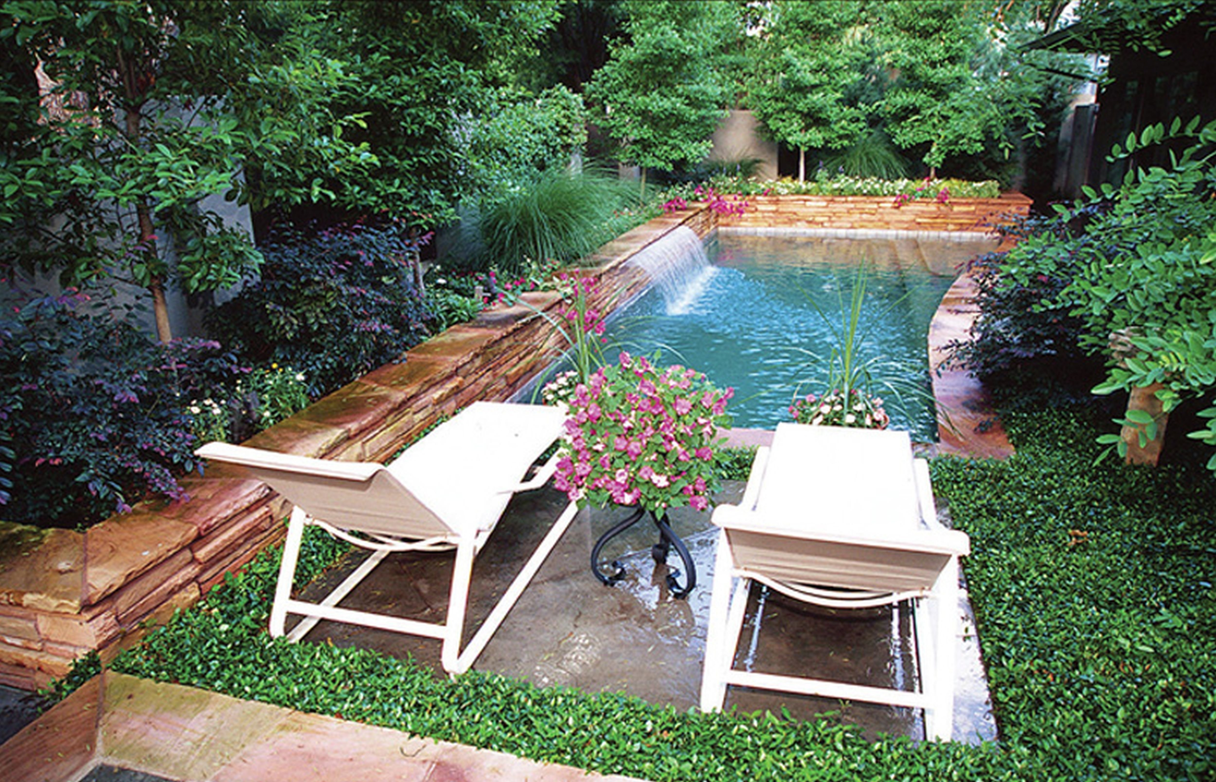 10 Wonderful Ideas For A Small Backyard beautiful small backyard ideas to improve your home look midcityeast 1