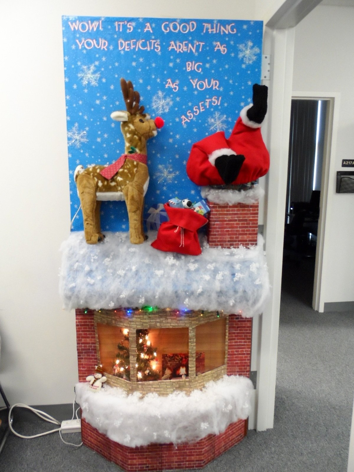 10 Spectacular Christmas Office Door Decorating Ideas 2019