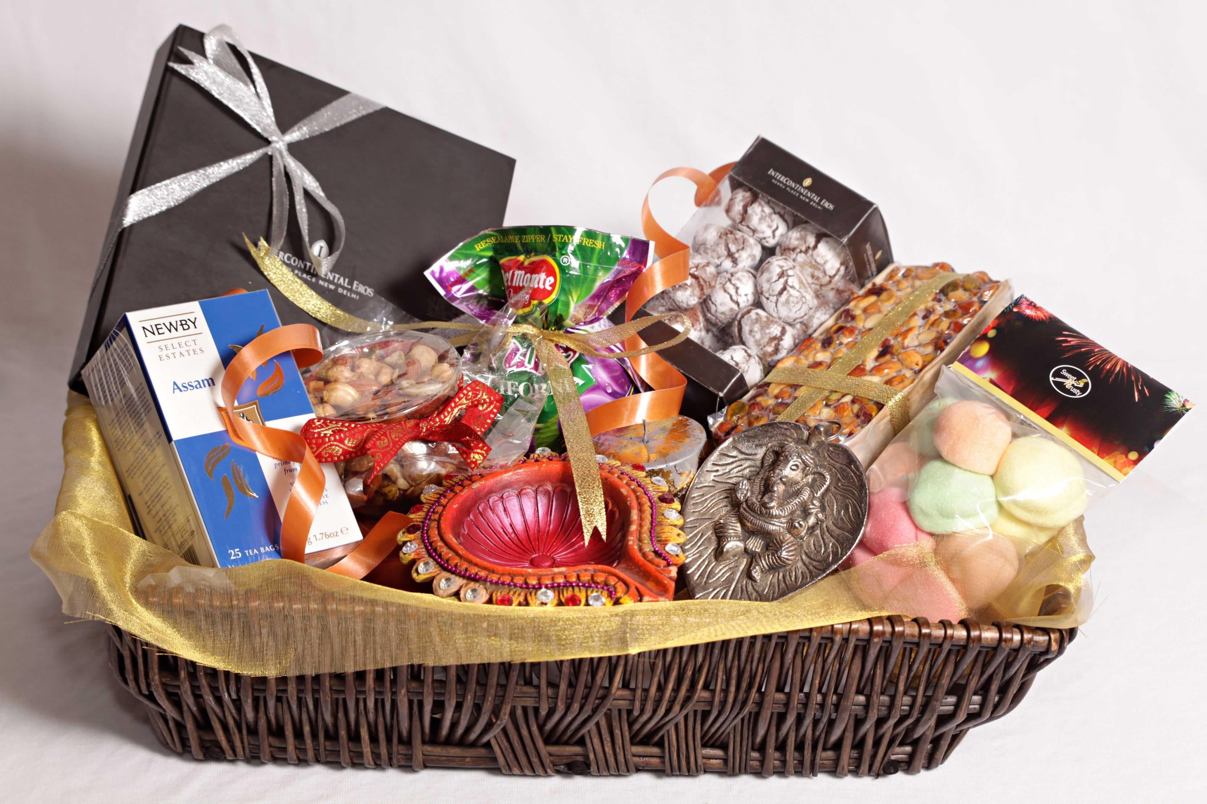 10 Lovable Gift Ideas For Family Members best diwali gift ideas for friends family members diwali 2018 2021