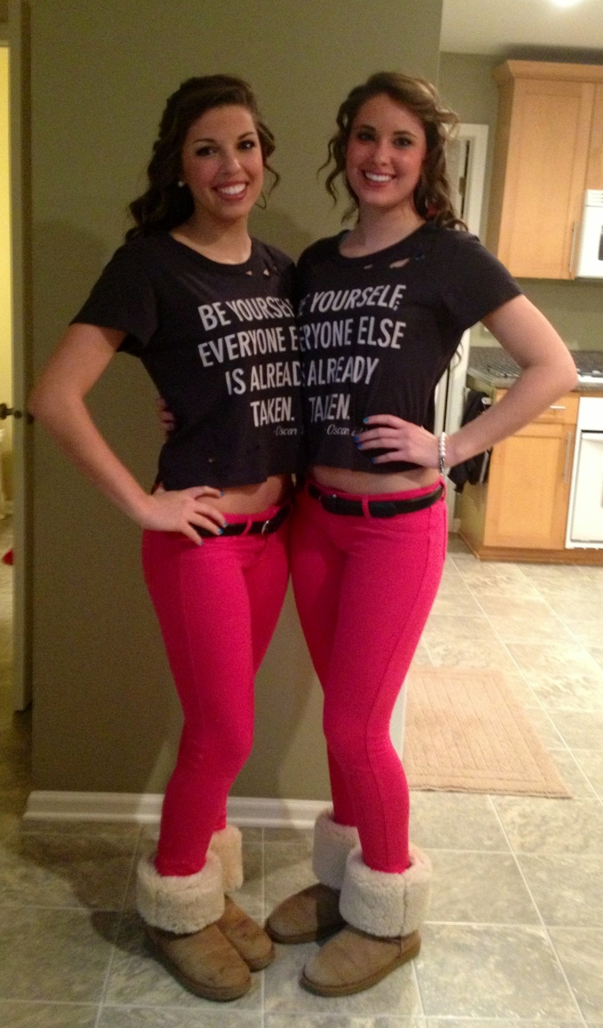 10 Fantastic Halloween Costume Ideas For Three People best friend twins 3 funny halloween costumes funny stuff 6 2021