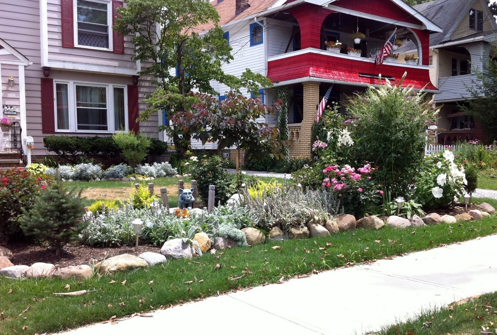 10 Stylish Small Front Yard Flower Bed Ideas best front yard landscape ideas the garden inspirations 2020