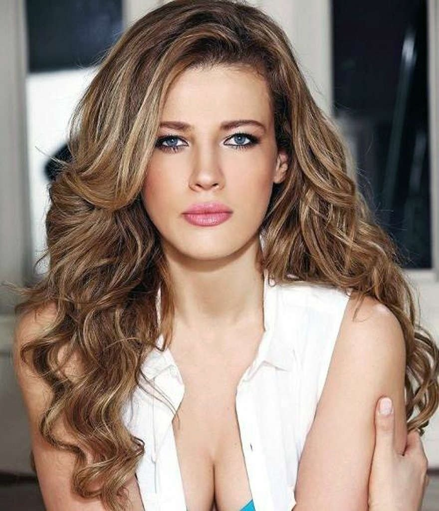 10 Fashionable Hair Color Ideas For Brunettes With Blue Eyes