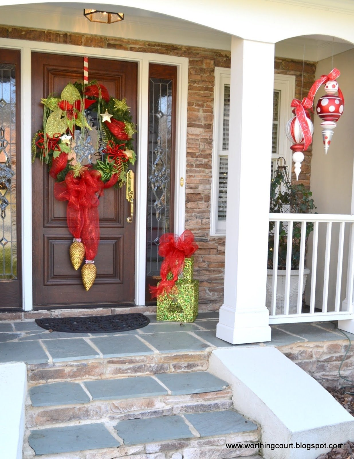 10 Lovable Christmas Front Porch Decorating Ideas best perfect christmas decorations for front porch latest decorating 1 2020