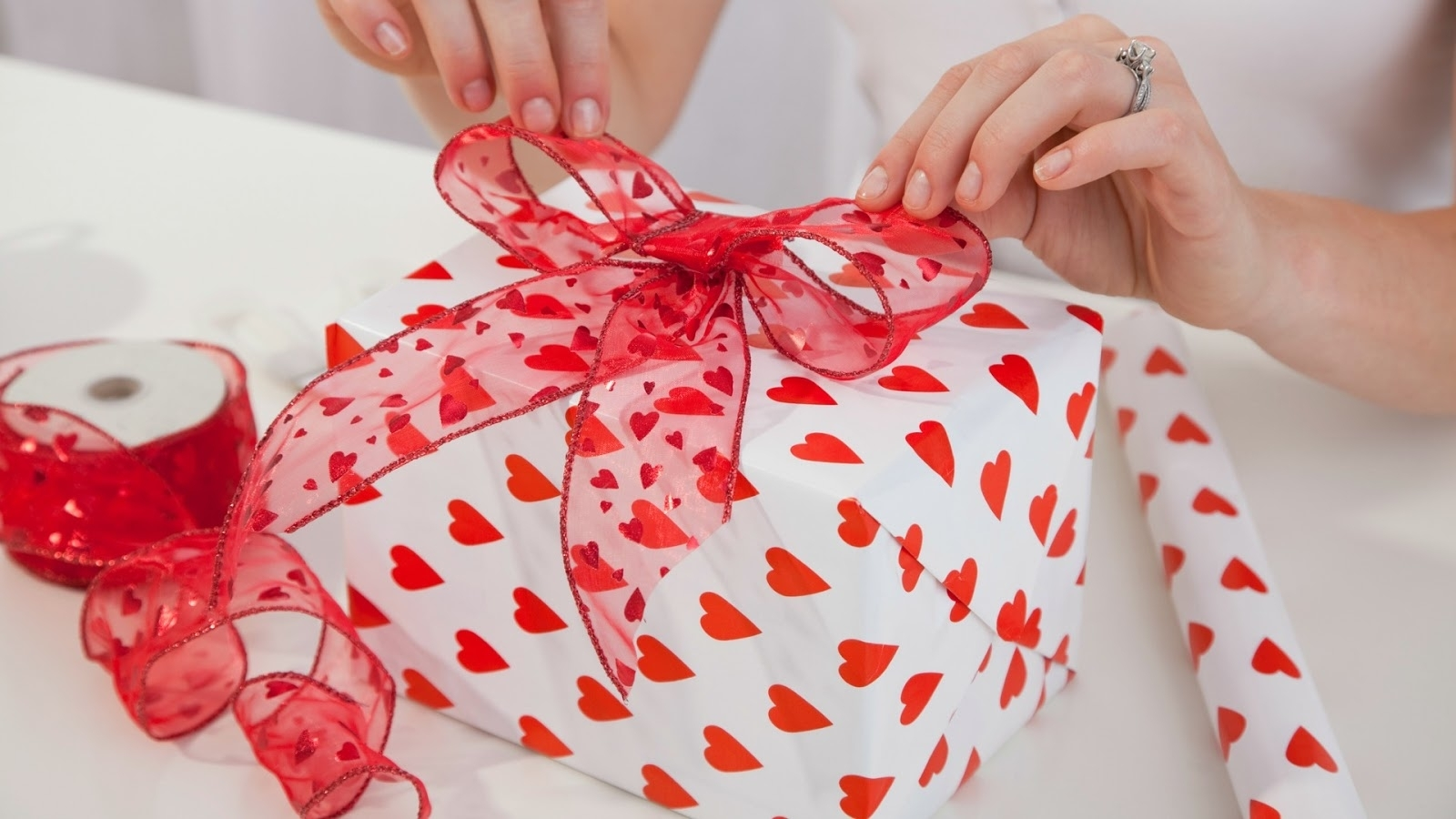 10 Perfect Valentines Day Gift Ideas For Her %name