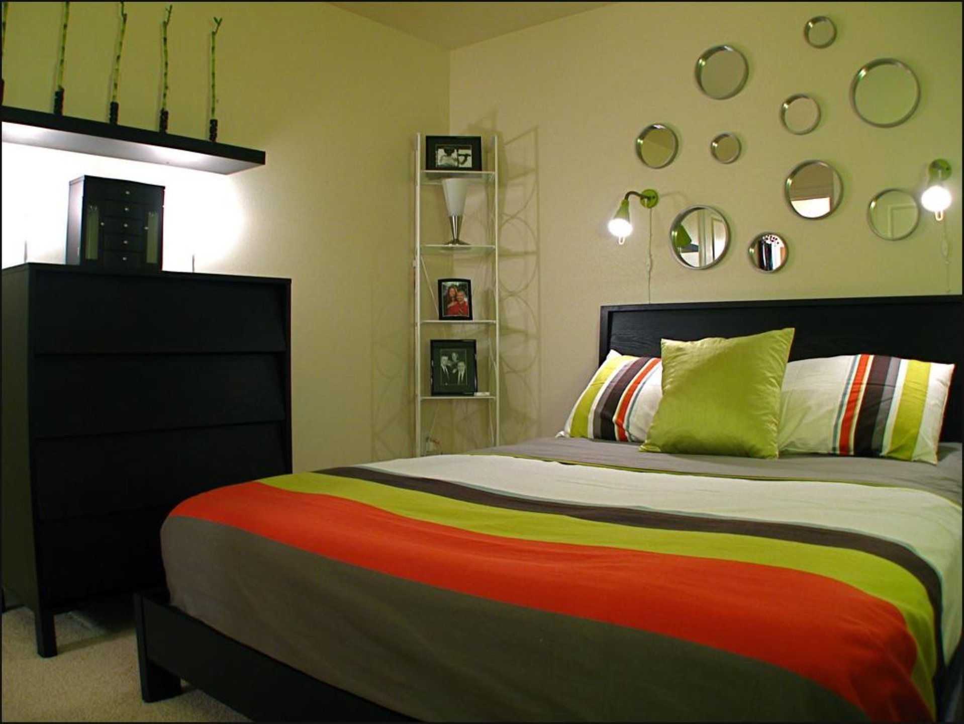 10 Most Popular Paint Ideas For Small Bedrooms 2021