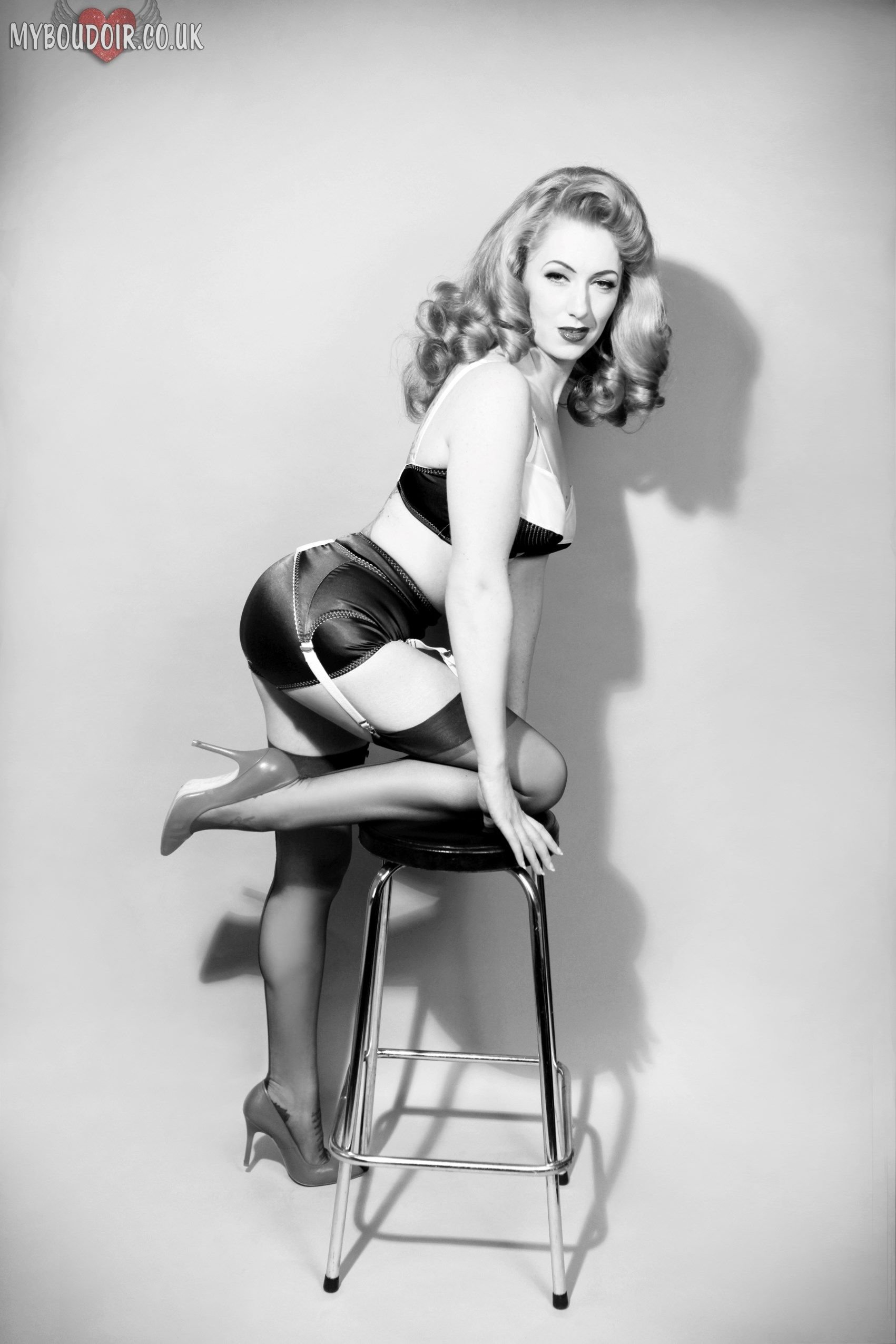 10 Beautiful Pin Up Girl Photoshoot Ideas bettie page tribute shot black and white photography red head 2020