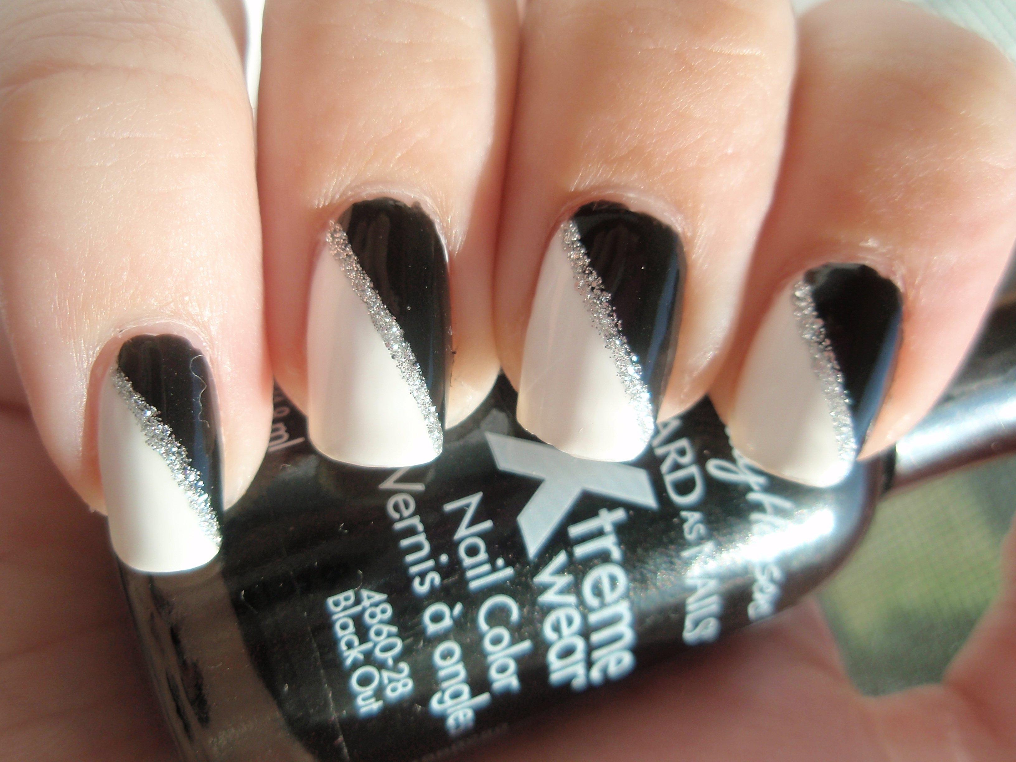 10 Wonderful Black And White Nail Ideas