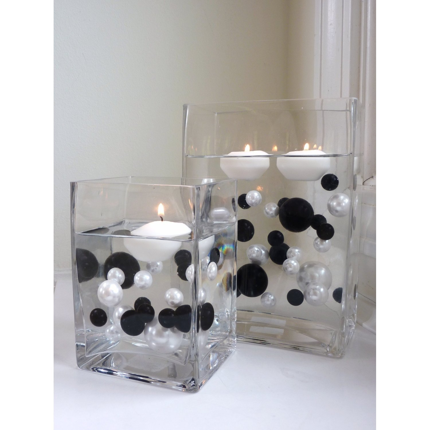 10 Awesome Black And White Centerpiece Ideas