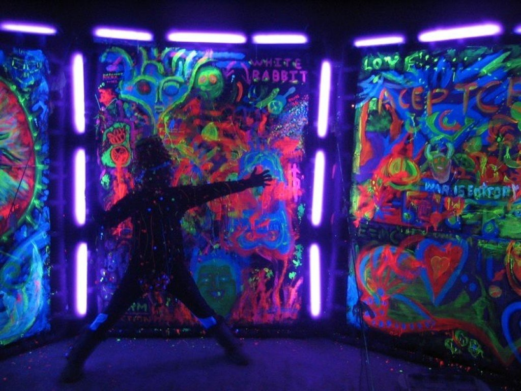 10 Trendy Glow In The Dark Outfit Ideas black light outfit ideas glow in the dark and black light party 2021