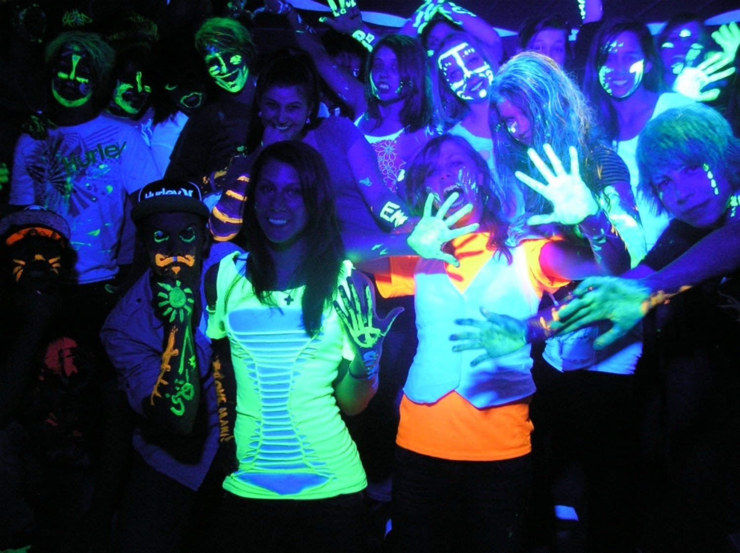 10 Fantastic Glow In The Dark Costume Ideas black light party outfit ideas outfit ideas hq 4