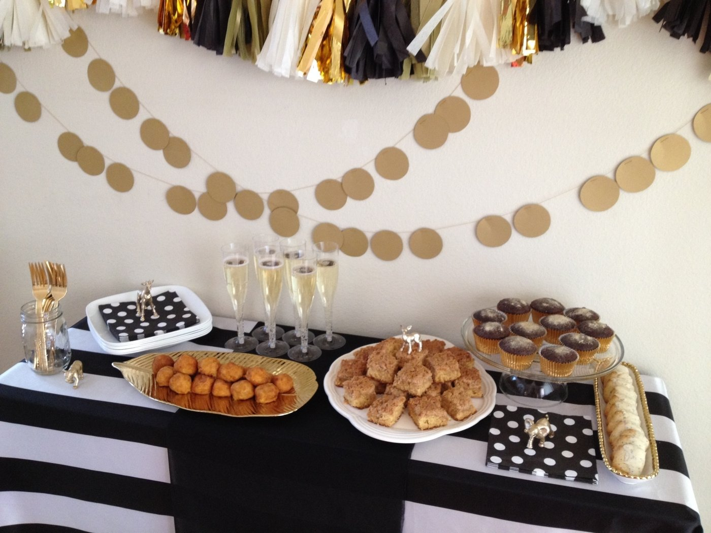 10 Perfect Black And White Food Ideas black white gold party gold party 2020