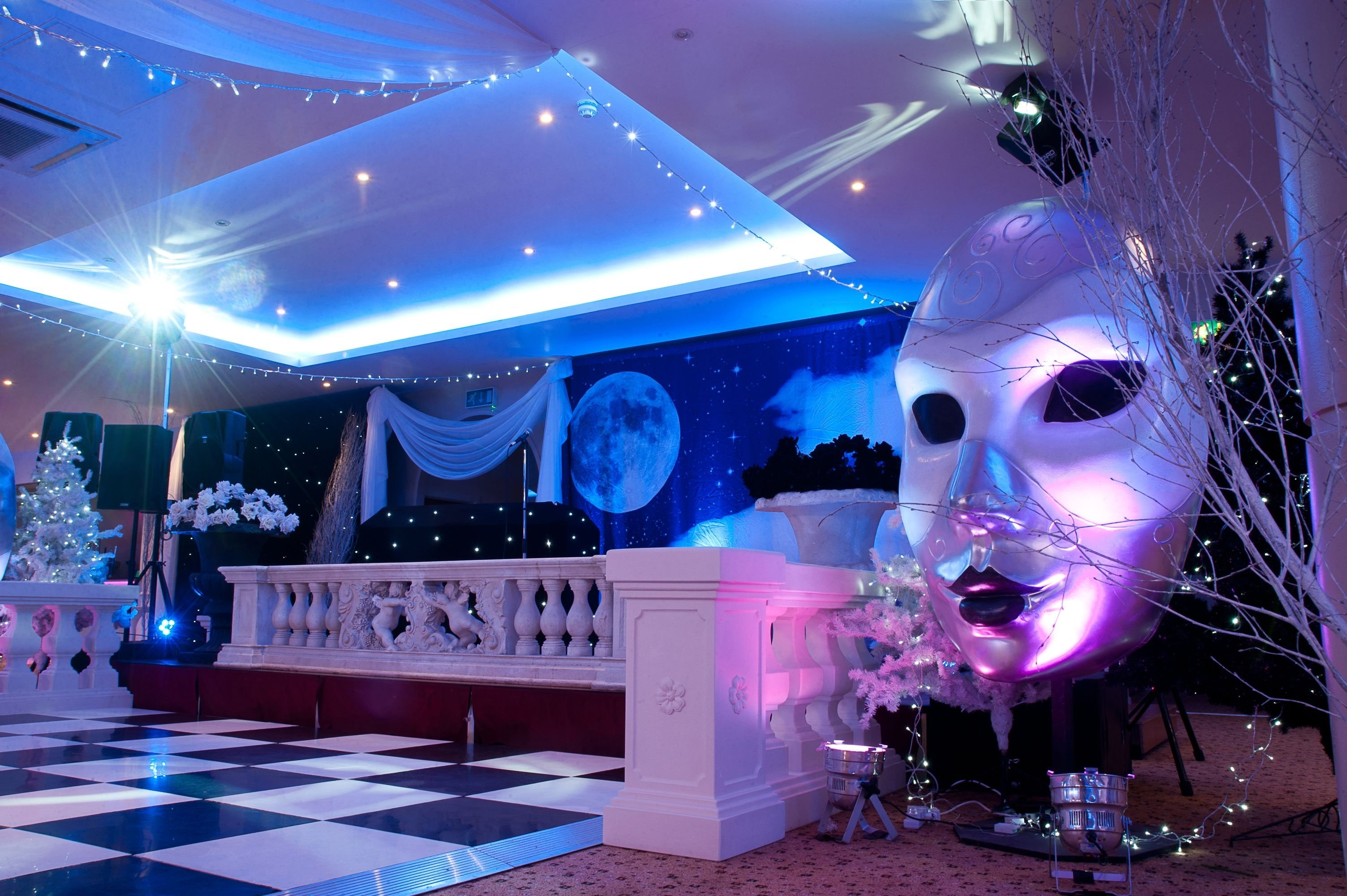 black & white masquerade ball at the auction house. photowww