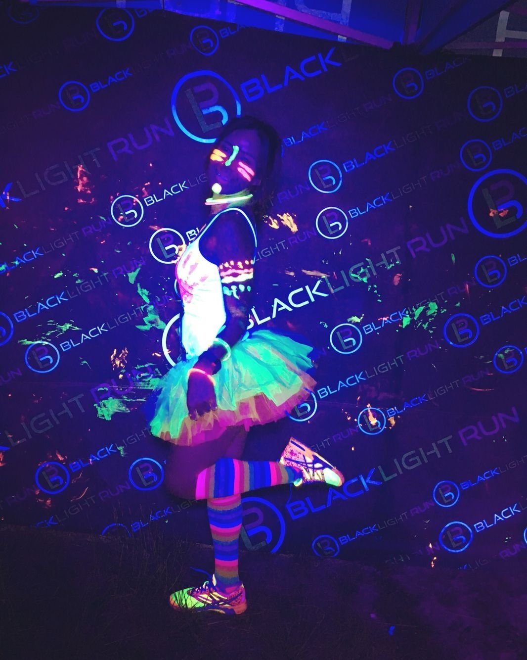 10 Fantastic Glow In The Dark Costume Ideas blacklight party outfit pinteres 2