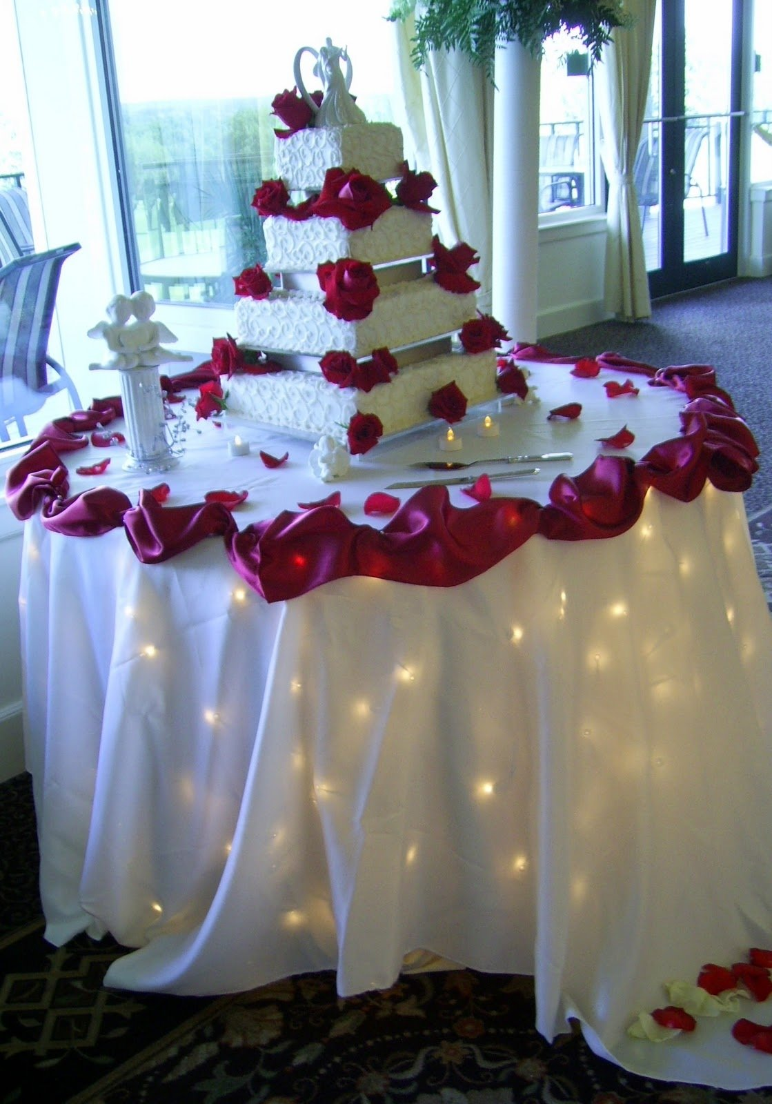 Fantastic Wedding Centerpiece For Bride And Groom Table Crest