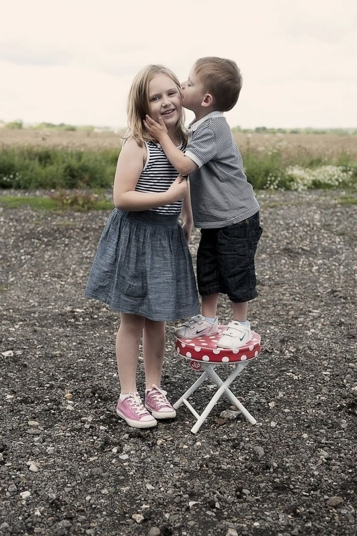 10 Amazing Brother And Sister Picture Ideas