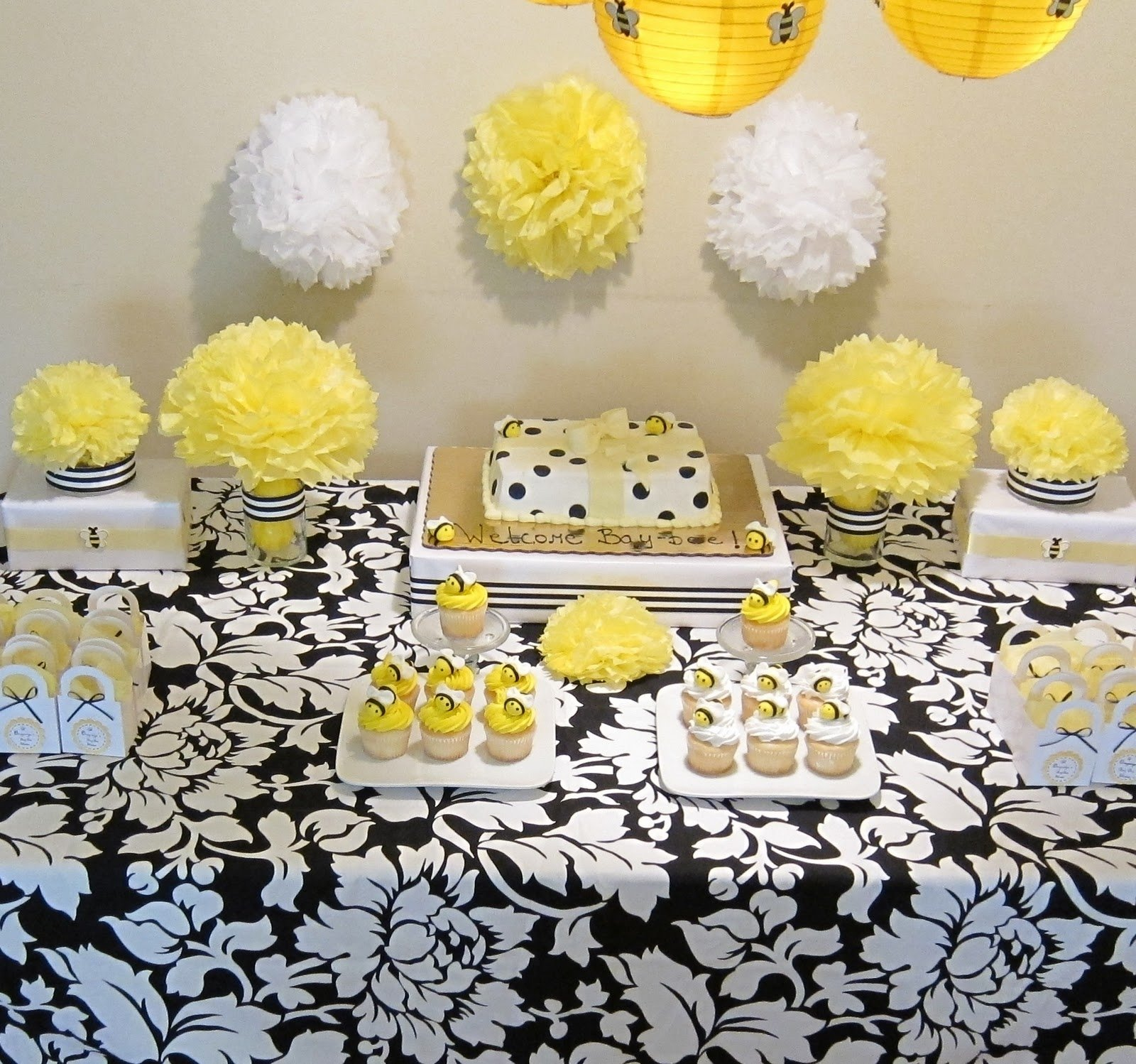 10 Pretty Bumble Bee Baby Shower Ideas