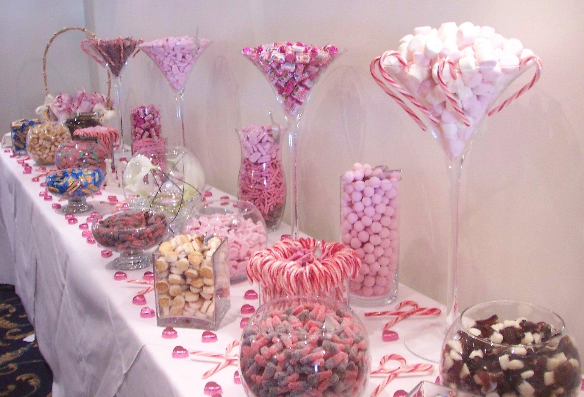10 Lovable Ideas For A Candy Bar