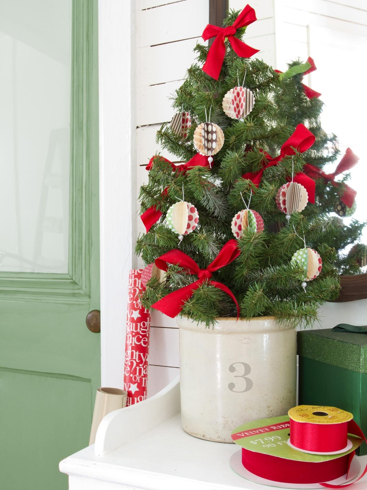 10 Cute Christmas Decorations Ideas To Make %name