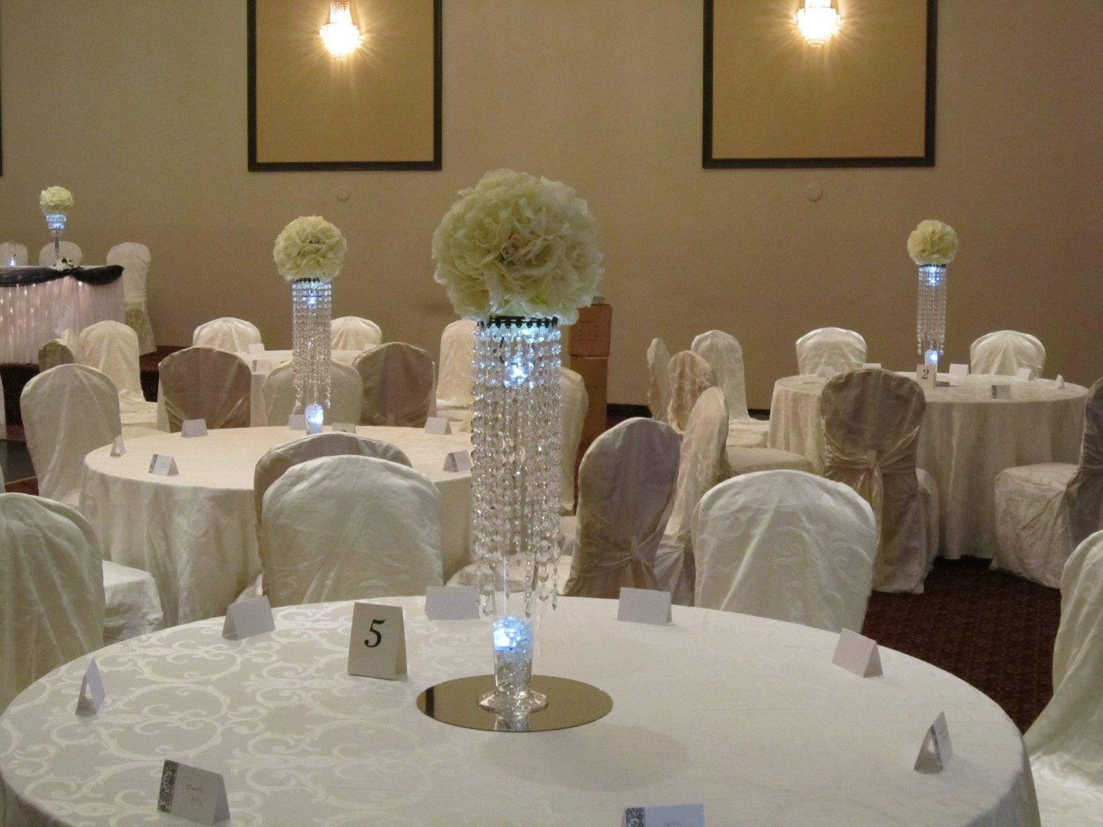 10 Fashionable Wedding Centerpiece Ideas Without Flowers centerpieces for weddings crystal centerpieces at weddings set 2020