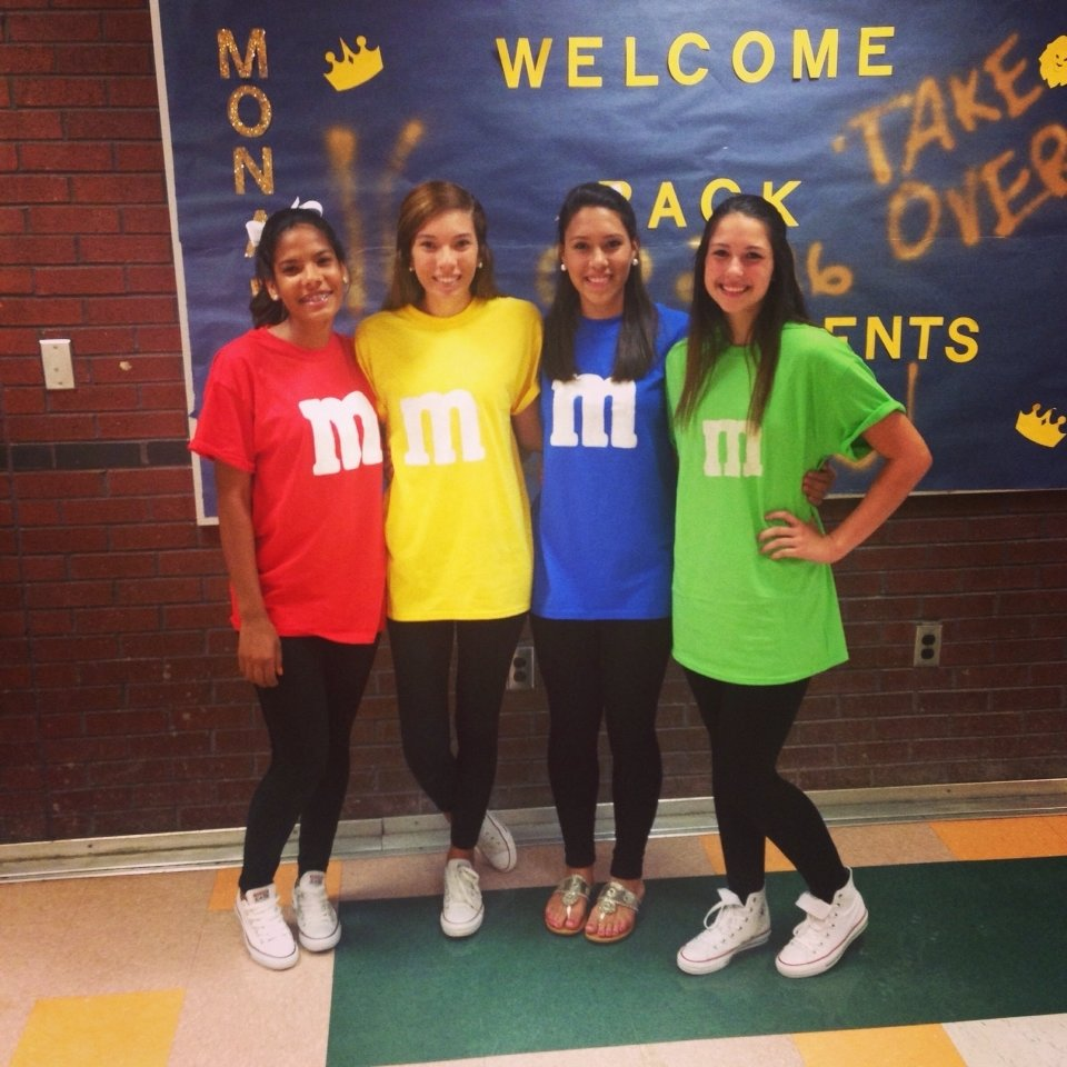 10 Pretty Cute Ideas For Twin Day At School character day mms spirtweek homecoming spirit week ideas 1
