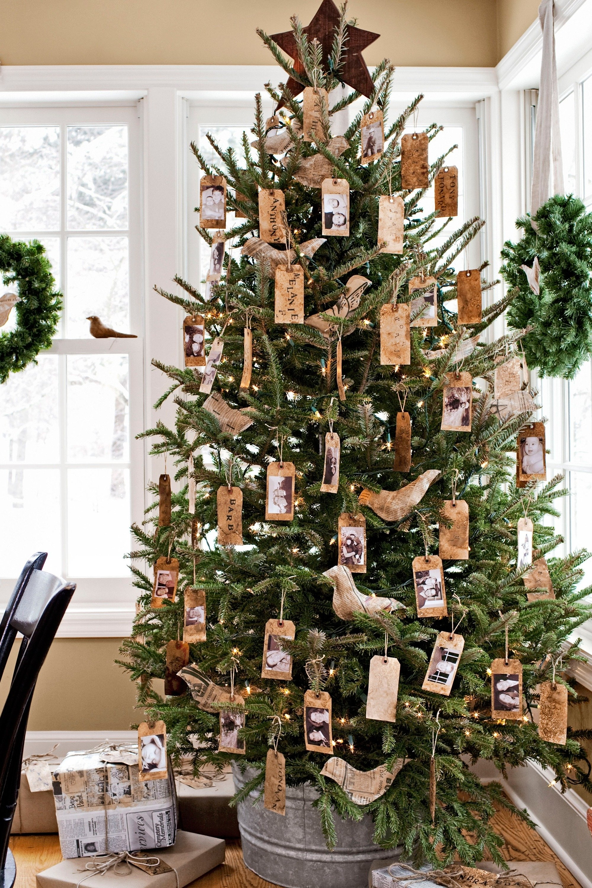 10 Fabulous Cheap Christmas Tree Decorating Ideas cheap christmas tree madinbelgrade