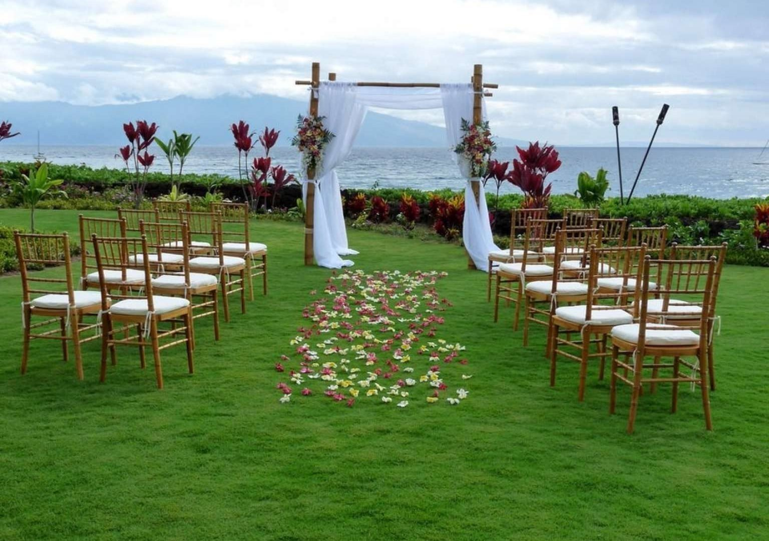 10 Beautiful Affordable Wedding Ideas Low Budget cheap outside wedding ideas best outdoor decorations 1024x768 low