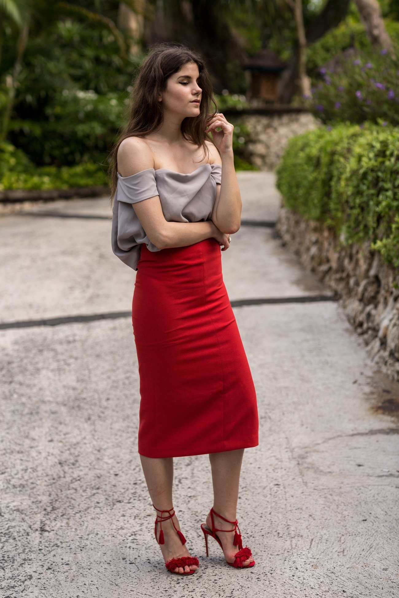 10 Perfect Red Pencil Skirt Outfit Ideas chic dinner outfit thefashionfraction 2020