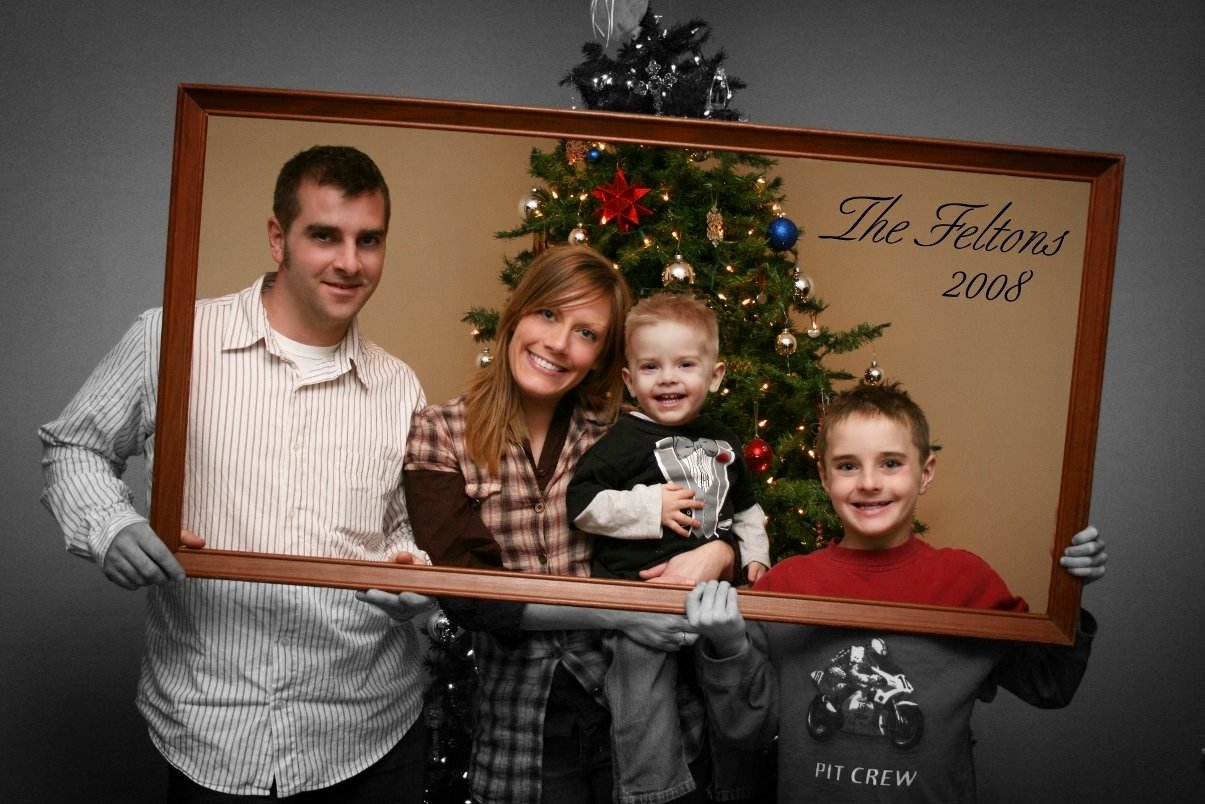10 Elegant Ideas For Family Christmas Pictures christmas card family photo idea might use this on some of the pix 2