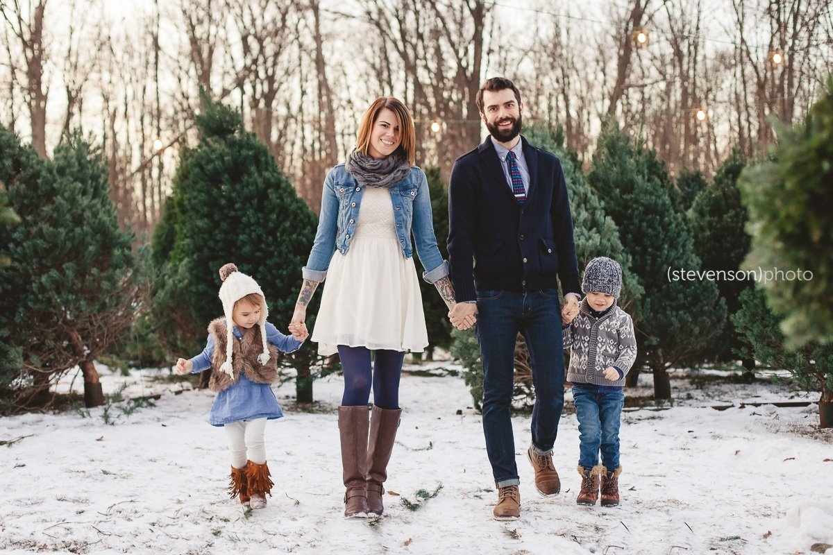 christmas card photo ideas. christmas tree stand photos. family