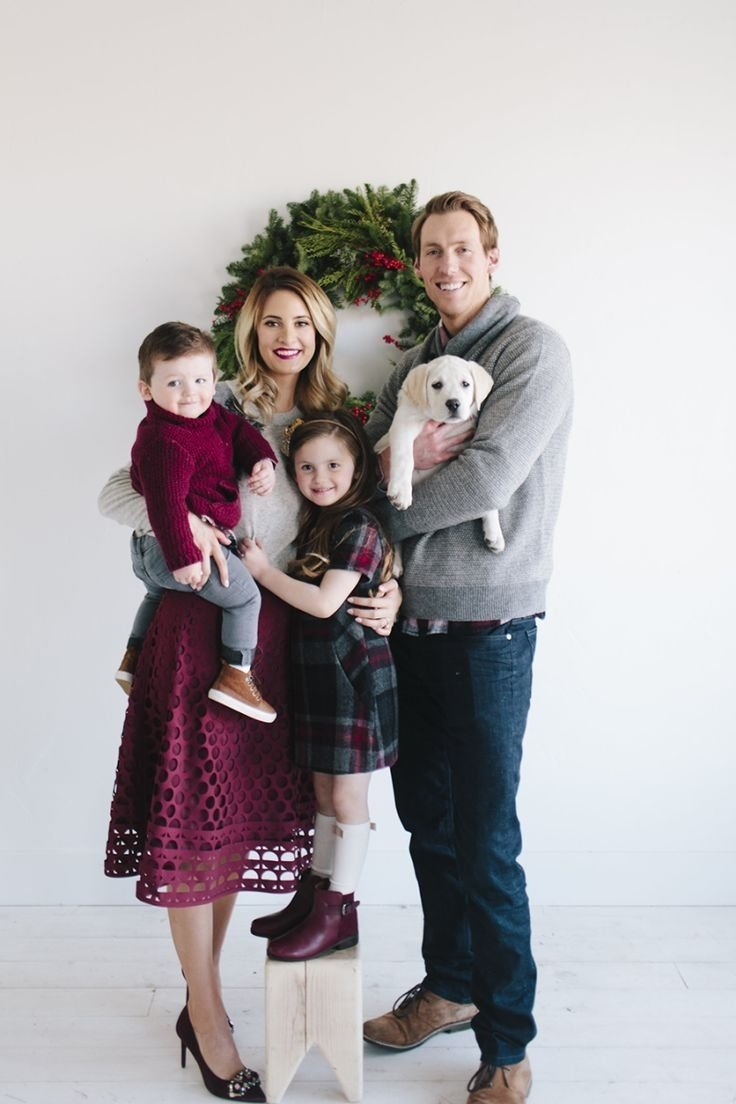 10 Famous Christmas Family Picture Outfit Ideas