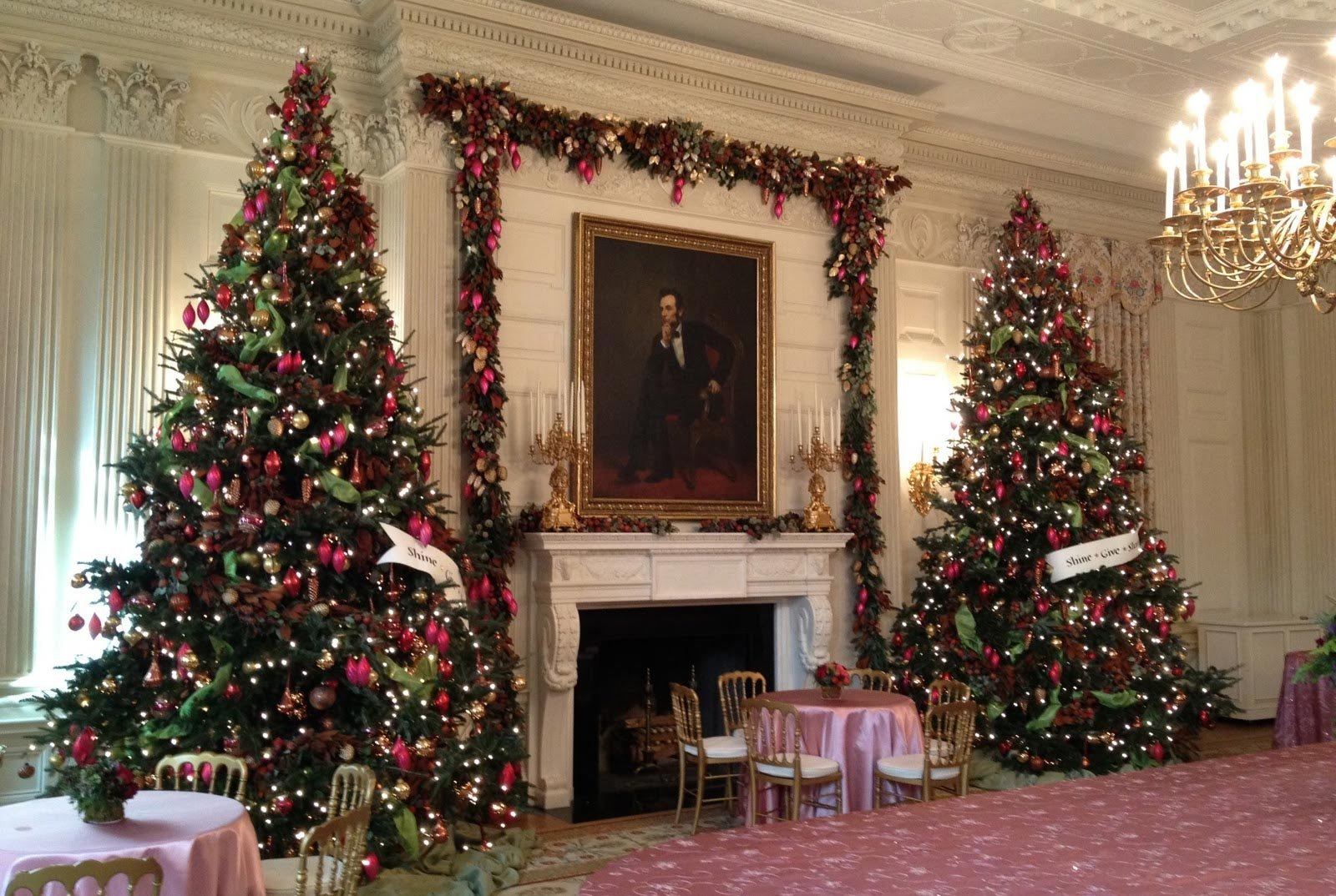 10 Most Popular Christmas Decorating Ideas For 2013 christmas decor ideas there are more christmas tree decorating ideas 1