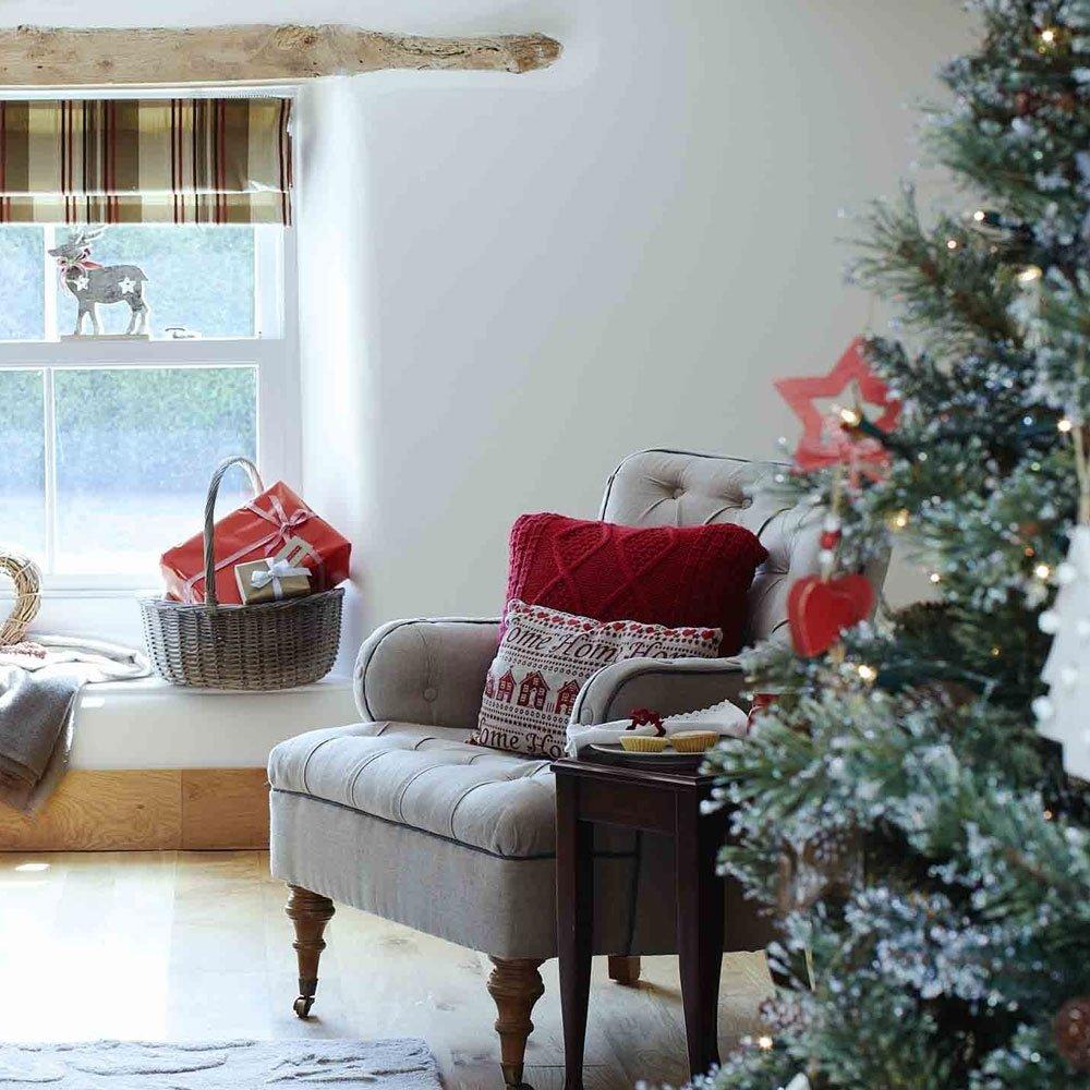10 Stylish Christmas Living Room Decorating Ideas christmas living room decorating ideas to get you in the festive spirit 2