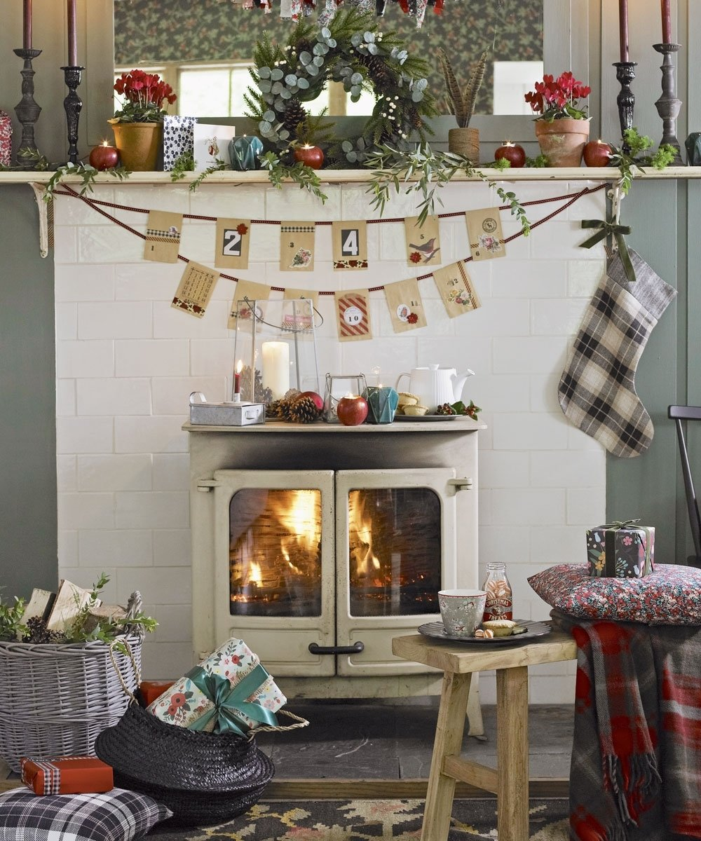 10 Pretty Christmas Decorations Ideas For Living Room christmas living room decorating ideas to get you in the festive spirit 4 2021