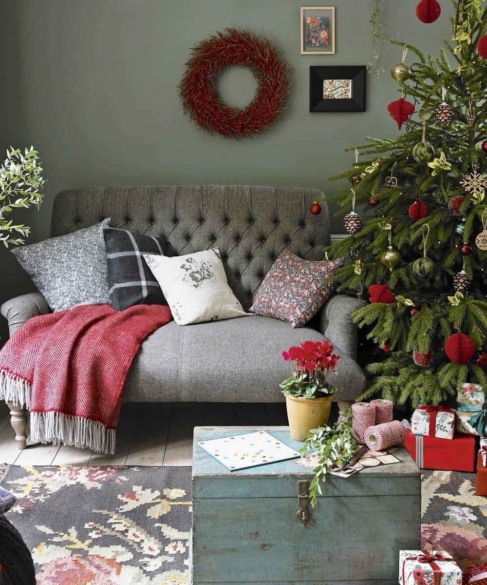 10 Stylish Christmas Living Room Decorating Ideas christmas living room decorating ideas to get you in the festive spirit
