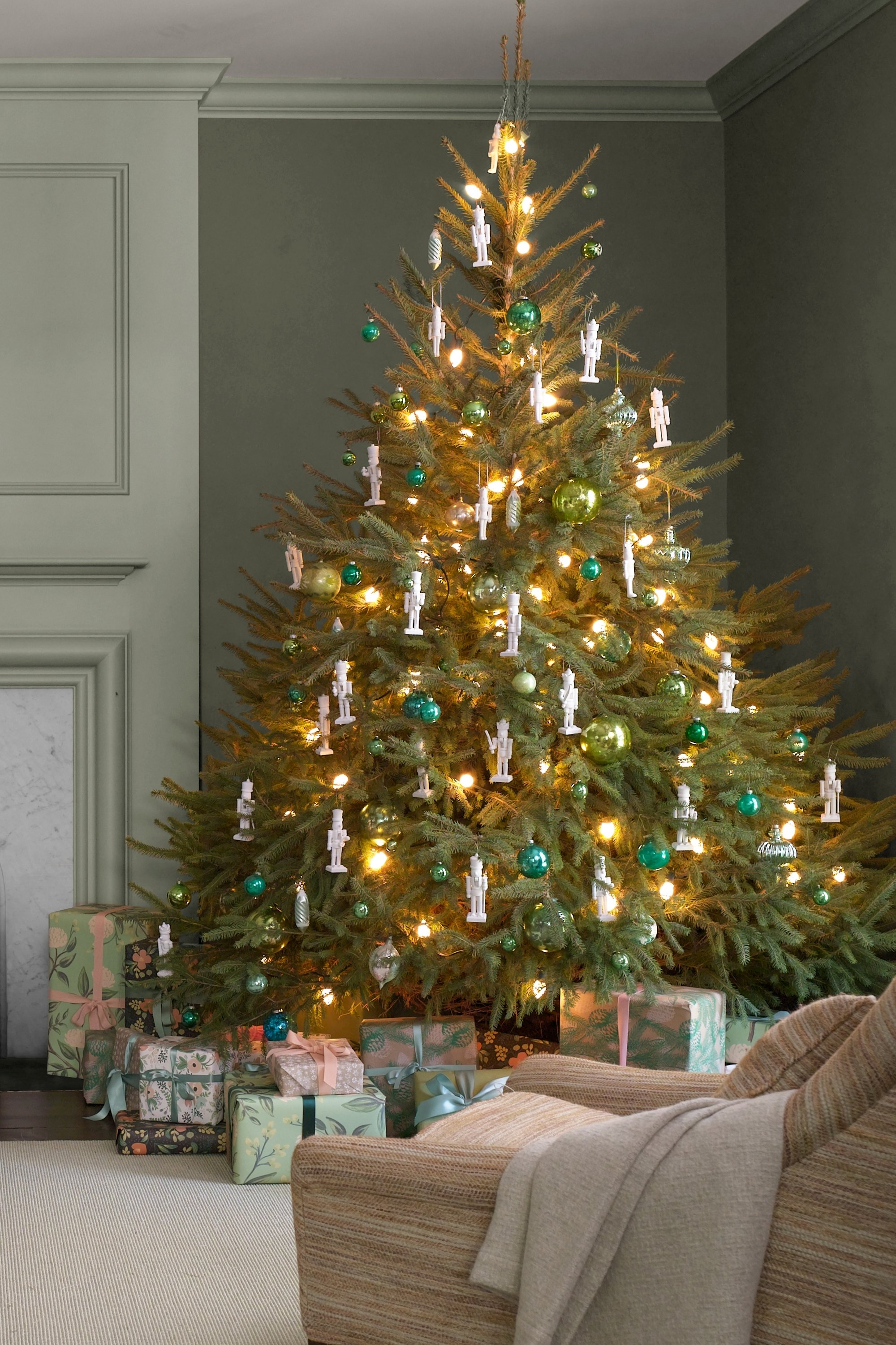 10 Fabulous Cheap Christmas Tree Decorating Ideas christmas tree decor ideas best decorating decorations unusual