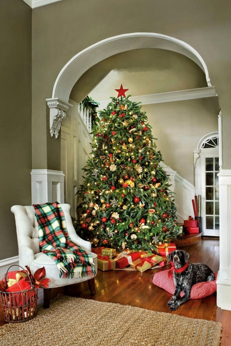10 Fabulous Cheap Christmas Tree Decorating Ideas christmas tree decorating ideas living room with christmas tree 2 1